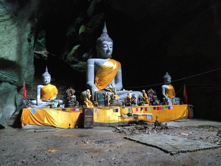 Bouddha au fond de la grotte