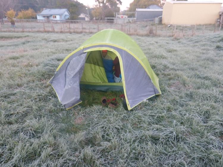 Le givre au matin de notre nuit la plus froide, sans vraiment avoir pu dormir